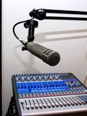 voice-radio-comunitaria-microfone